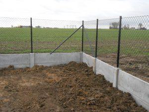 Draadafsluiting met betonplaat Leisele