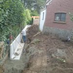 plaatsing keerwanden l-profielen tuin Vlezenbeek - Massaert bvba