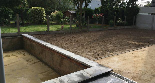 Tuinafsluiting Vilvoorde betonnen gleufpalen met structuur beton_0159