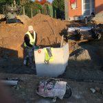 Vlezenbeek sifonput L-profielen, Keerwanden oprit klinkers voortuin afbraak tuinmuur uitgraven stookolieketel_0201 - Massaert bvba