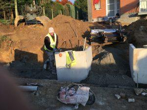 Vlezenbeek sifonput L-profielen, Keerwanden oprit klinkers voortuin afbraak tuinmuur uitgraven stookolieketel_0201