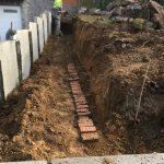 Vlezenbeek sifonput L-profielen, Keerwanden oprit klinkers voortuin afbraak tuinmuur uitgraven stookolieketel_0202_0231 - Massaert bvba