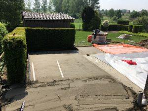 aanleg tegels terras klinkers oprit afvoergeul opbraak oud terras Leerbeek