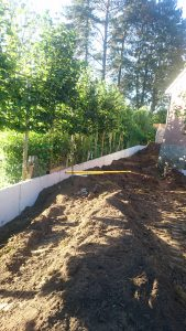 plaatsing keerwanden l-profielen tuin Vlezenbeek_0685