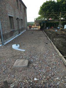 voorbereiding terras gepolierd beton steenpuinkoffer Vlezenbeek