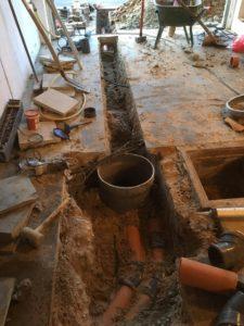 Sint-Pieters-Leeuw openbreken garagevloer en klinkerpad herstellen aanleg RWA buizen toezichtputje gescheiden riolering 2