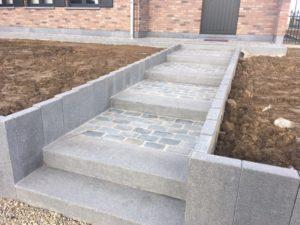 aanleg buitentrap pad voordeur kassei terras oprit grind 14