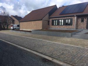 aanleg buitentrap pad voordeur kassei terras oprit grind