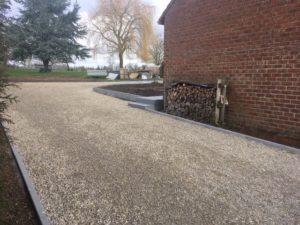 aanleg buitentrap pad voordeur kassei terras oprit grind stabilisatiematten Vlezenbeek6