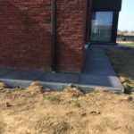 aanleg gangpad rond villa en terras keramische tegels Cimenti Midnight 80x80 Sint-Pieters-Leeuw 7 - Massaert bvba