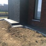 aanleg gangpad rond villa en terras keramische tegels Cimenti Midnight 80x80 Sint-Pieters-Leeuw 8 - Massaert bvba