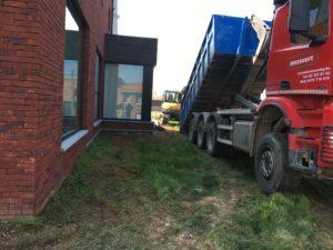 aanleg gangpad rond villa en terras keramische tegels Cimenti Midnight 80x80 Sint-Pieters-Leeuw_0952