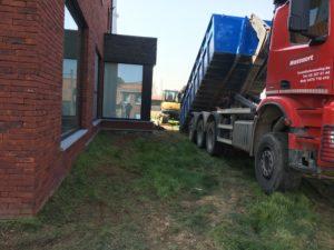 aanleg gangpad rond villa en terras keramische tegels Cimenti Midnight 80x80 Sint-Pieters-Leeuw_0953