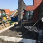 aanleg gangpad rond villa en terras keramische tegels Cimenti Midnight 80x80 Sint-Pieters-Leeuw_0957 - Massaert bvba