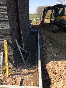 aanleg gangpad rond villa en terras keramische tegels Cimenti Midnight 80x80 Sint-Pieters-Leeuw_0970