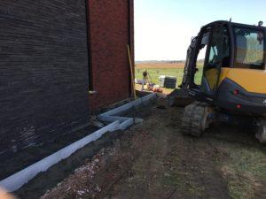 aanleg gangpad rond villa en terras keramische tegels Cimenti Midnight 80x80 Sint-Pieters-Leeuw_0972