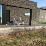 aanleg gangpad rond villa en terras keramische tegels Cimenti Midnight 80x80 Sint-Pieters-Leeuw_1038 - Massaert bvba