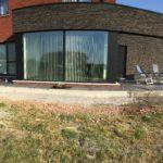 aanleg gangpad rond villa en terras keramische tegels Cimenti Midnight 80x80 Sint-Pieters-Leeuw_1039 - Massaert bvba