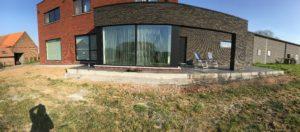 aanleg gangpad rond villa en terras keramische tegels Cimenti Midnight 80x80 Sint-Pieters-Leeuw_1039