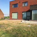 aanleg gangpad rond villa en terras keramische tegels Cimenti Midnight 80x80 Sint-Pieters-Leeuw_1040 - Massaert bvba