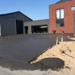 aanleg oprit in gepolierd beton - Massaert bvba