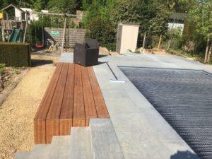 aanleg terras zwembad trap tropisch hardhout Vlezenbeek_1156