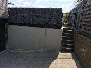 plaatsen Schanskorven bovenop prefab keerwand Sint-Pieters-Leeuw 4