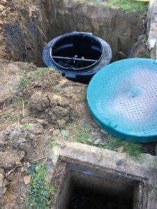 plaatsing op maat gemaakte pompput gescheiden riolering Sint-Pieters-Leeuw 4